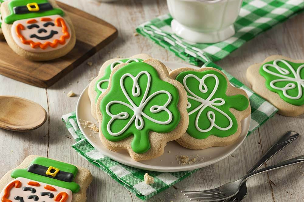 lighthousetreatment-7-tips-to-enjoy-a-sober-st-patricks-day-article-photo-green-clover-st-patricks-day-cookies-ready-to-eat-257577037